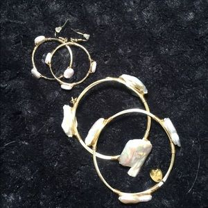 Set of freshwater pearl earrings and bracelets
